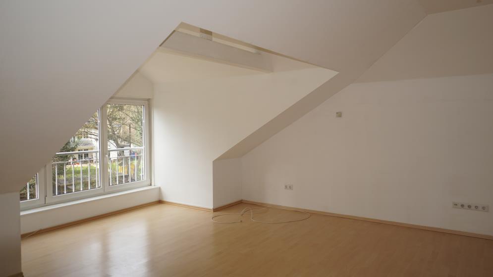 Kleines Reich im Grünen- Single-Dachgeschosswohnung
